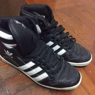 Adidas 高筒波鞋
