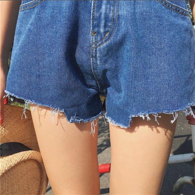 寬鬆顯瘦褲緣刷破牛仔短褲