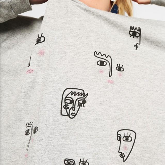 Face illustration grey jumper