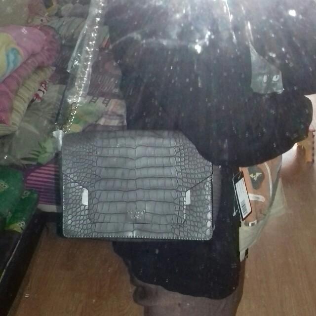 Guess Sling Bag REPRICEEE!!!!!