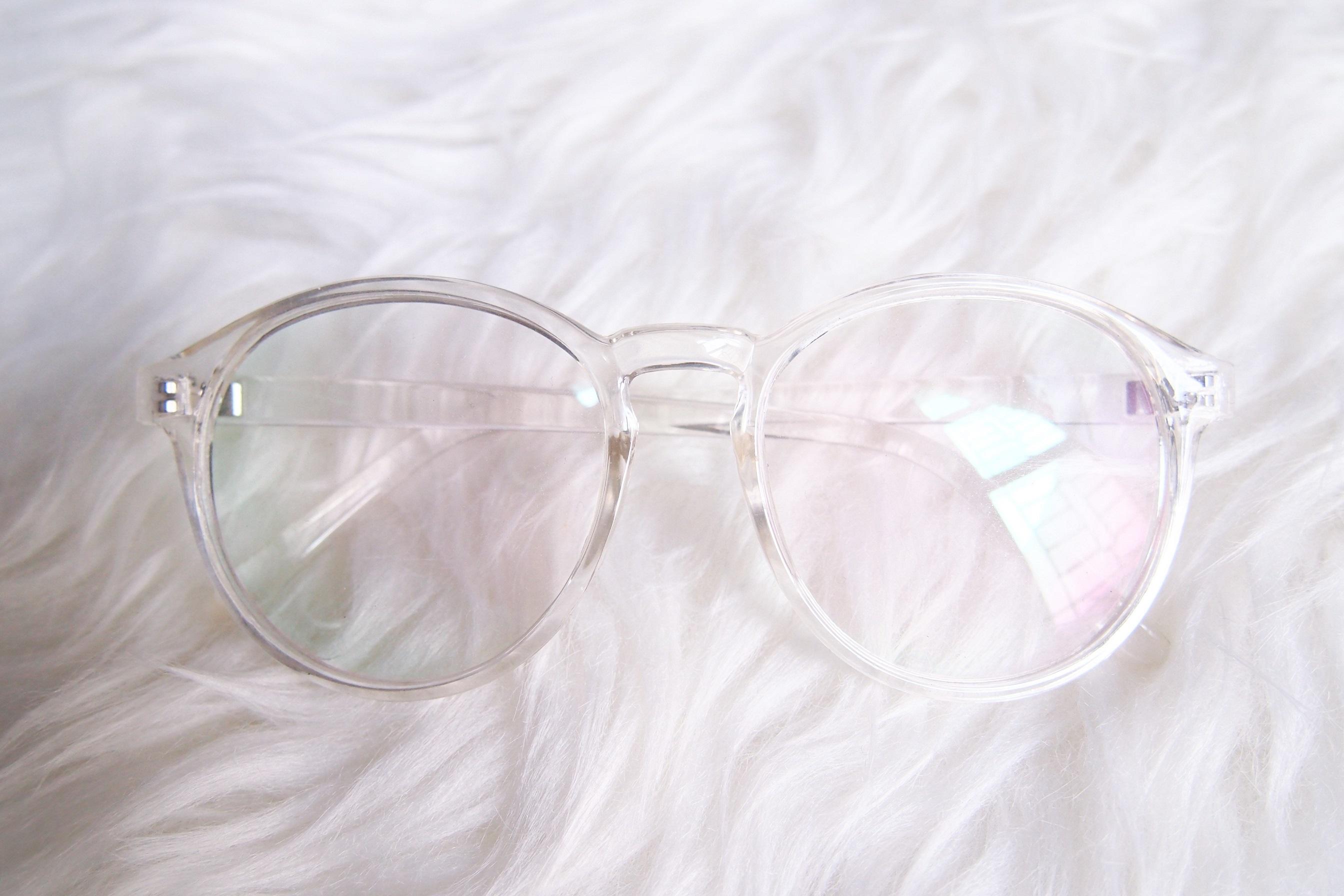 Kacamata Transparan