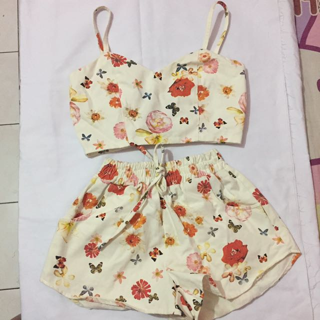 One set bustier crop and short pants