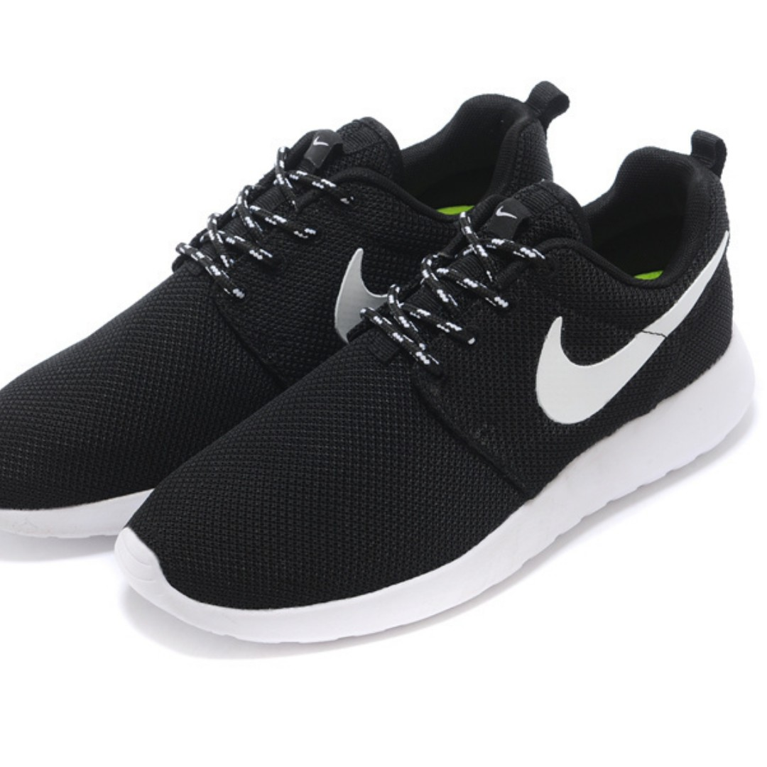 bb0386a2e51b Roshe Run 1 Black   White Running Shoes