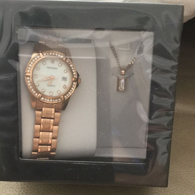 86350a463 Sekonda Ladies' Rose Pearl Watch and necklace gift set, Women's Fashion,  Watches on Carousell