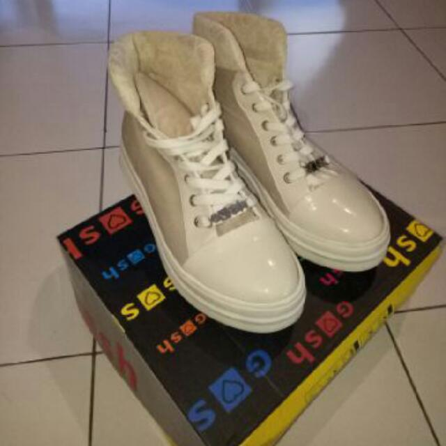 Sepatu Ghos