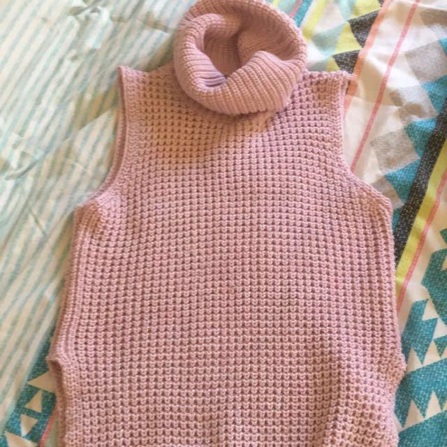 Sleeveless hi-low knit