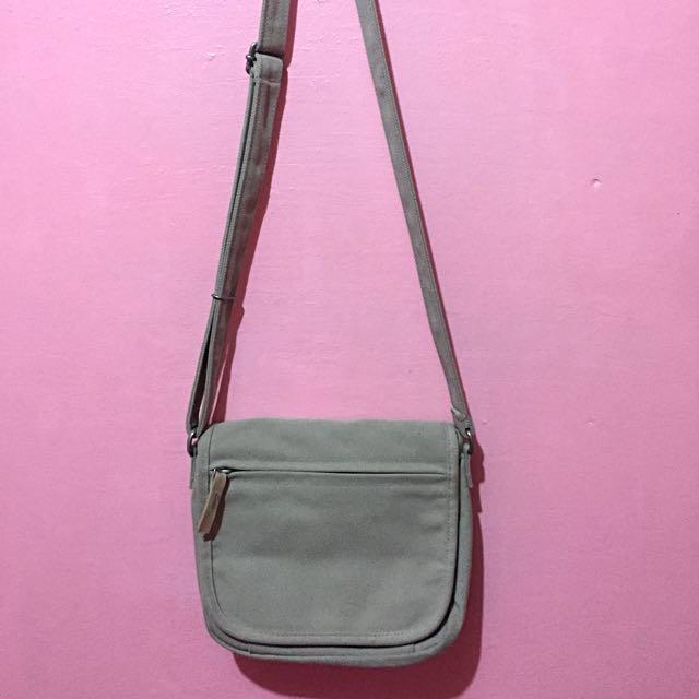 UNIQLO sling bag