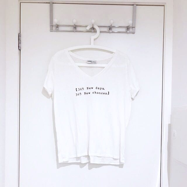ZARA White V-neck T-shirt