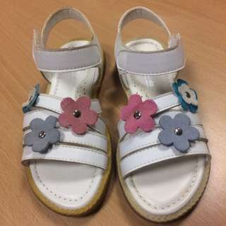 Girls shoes / sandals