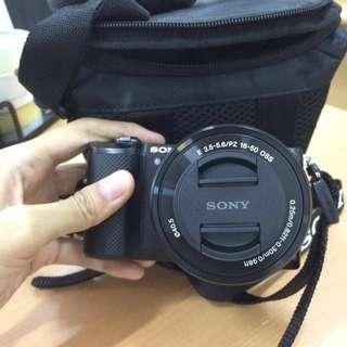Kamera Mirrorless Sony A5000 Lensa Kit Full Set Garansi Resmi + Bonus Aksesoris