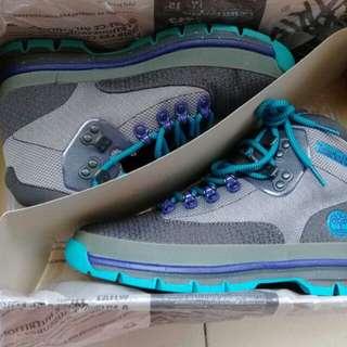 全新正品 Timberland 休閒靴(原價:5900元)