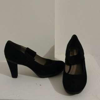 Geox black suede heels