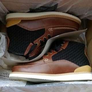 全新正品 Timberland 褐色素面編織休閒鞋(原價:6900元)
