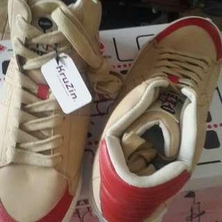 Sepatu Harlem Yu type Kruzin