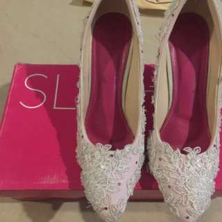 Wedding heels brand : slight. Dipakai nya super nyaman