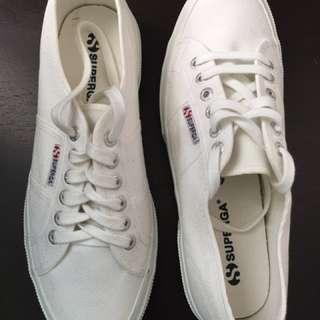 BNWOT - Unisex Superga shoes