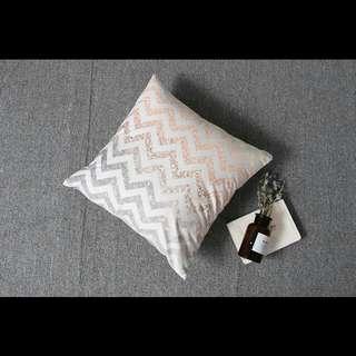 Zigzag chevron throw cushion pillow