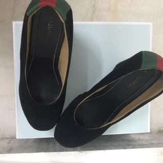 KASUTKUU GUCCI WEDGES