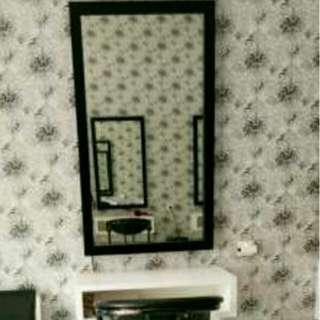 Cermin dan meja untuk salon