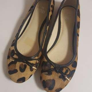 Leopard flats size 8
