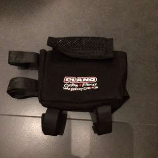 Plano cycling pouch