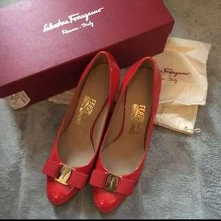 Ferragamo Women shoes (size 8(D); 7cm heel)