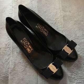 Ferragamo Women shoes (size 7.5(D); 5cm heel)