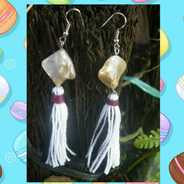 ▪ BLACK AND WHITE TASSEL EARRING ▪