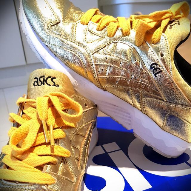 super popular d86bd 1e4de Asics Gel Lyte V GOLD US 10.5 ( Fits Us 9-9.5)