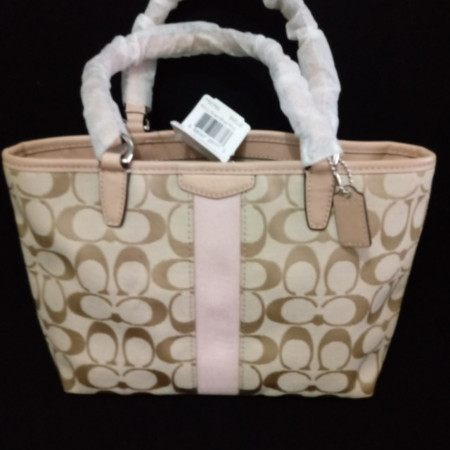 Brand new Coach hand bag,not michael kors lacoste or kate spade