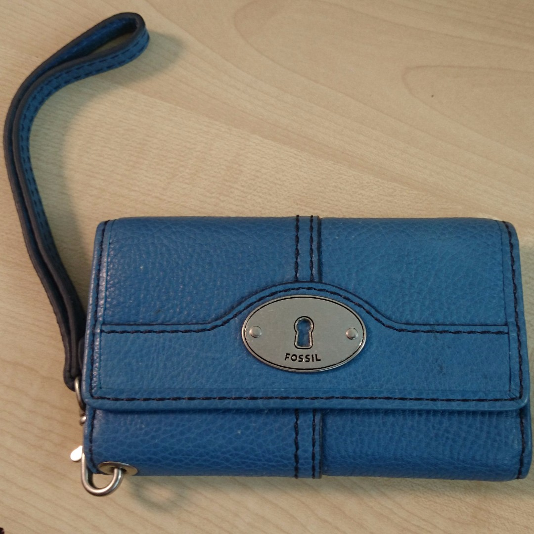 Fossil Handphone Wristlet Womens Fashion Bags Wallets On Carousell Tessa Satchel Blue