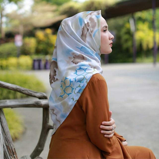 Hijab heaven Light
