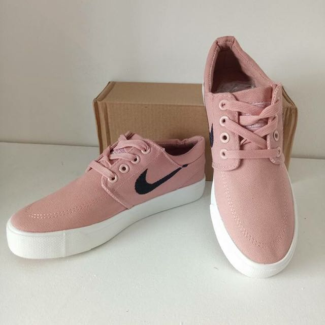 Janoski Shoes for women