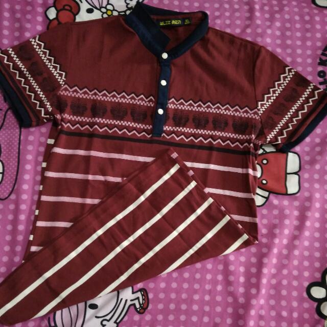 Kaos Merah Maroon