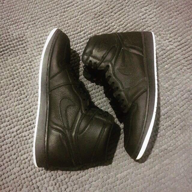 Nike Air Jordan 1 Perforated OG Yin Yang, Preloved Fesyen Pria, Sepatu di  Carousell