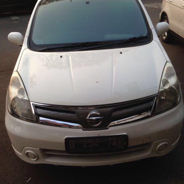 Nissan Grand Livina AT 2012