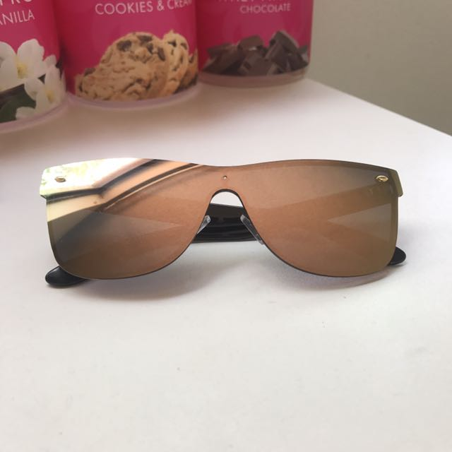 Pink polarised reflecting sunglasses