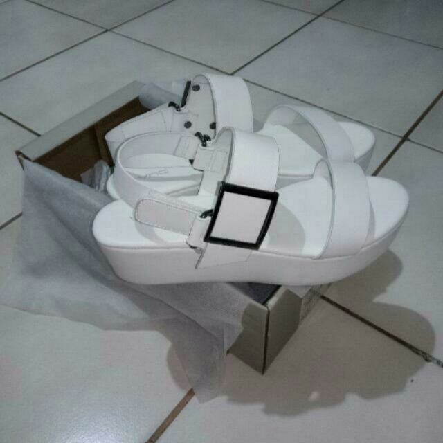 VNC wedges white