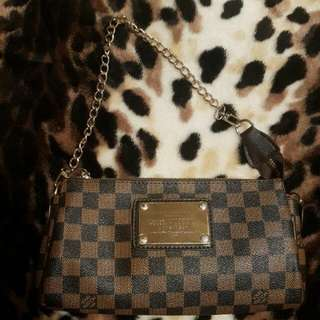 AA Quality Not authentic LV purse clutch