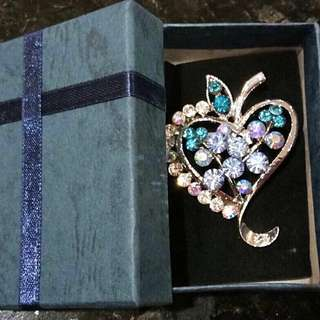 Stylish Ladies Clothing & Amp•Accessories Colourful Rhinestone Elegant Brooch/ Breast Pin•Ideals for Xmas/ Birthday Gifts