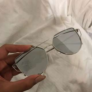 Silver reflected sunglasses