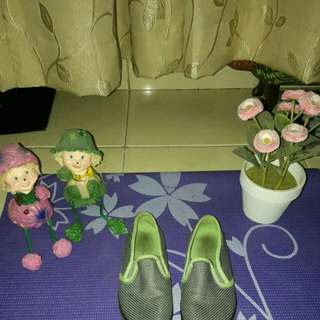 American Eagle green slip on shoe