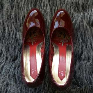 Ed Hardy Size 6 Full Leather Shoes Maroonish Red With Gold Trim Rare Signature Shoes ' True To My Love' ' Love Kills Slowly' designed At The Bottom Of The Sole And Inside. Free Postage