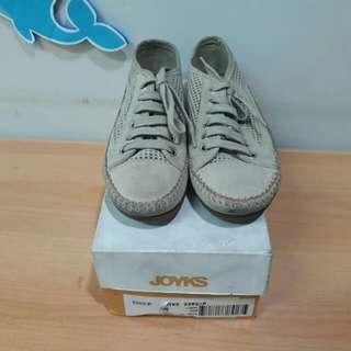 Joyks sneaker size 37
