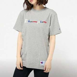 Champion 彩色字體圓領T恤。灰色XL號