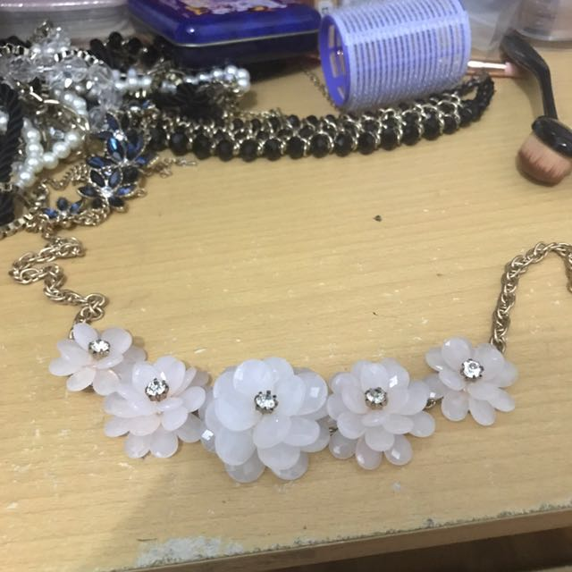 baby pink flower necklace