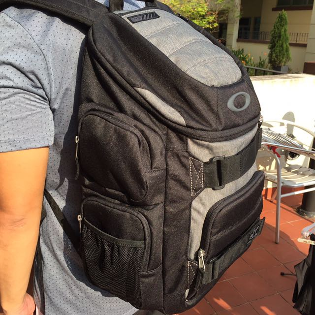 89e870a41e BNWT Oakley Enduro 30L Backpack (100% authentic) Rare   Immediate ...