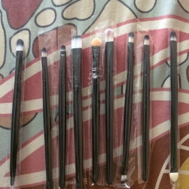 Brush makeup / brush eyeshadow