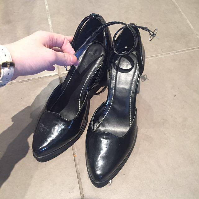 Cute black patent mid-height heels