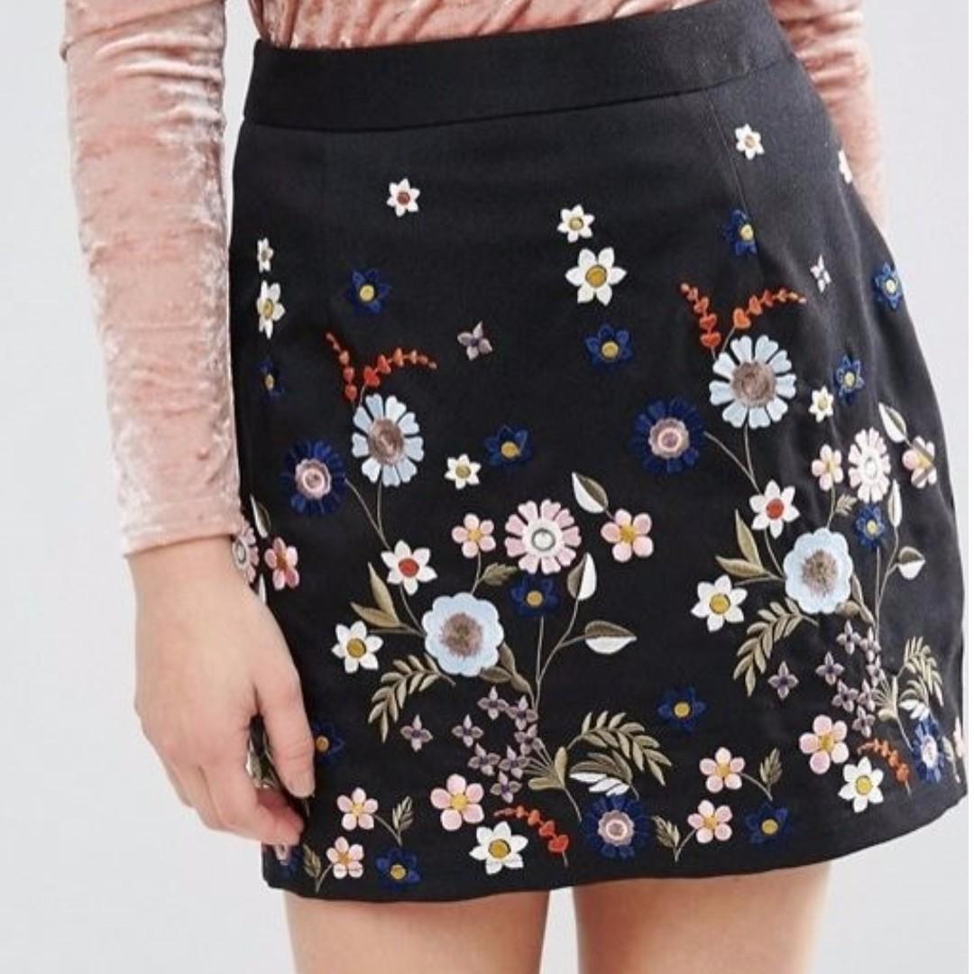 Cute Emroidery Mini Skirt